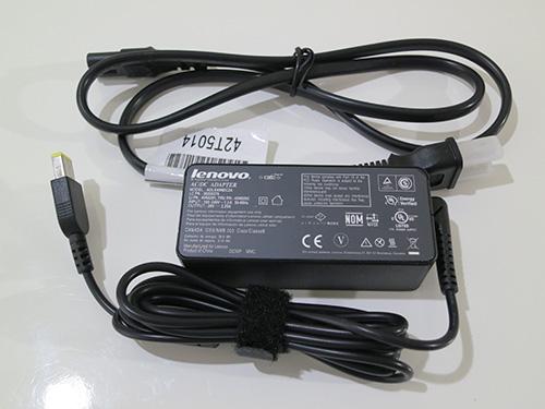 ThinkPad X240s 電源コードは軽いので持ち運びやすい