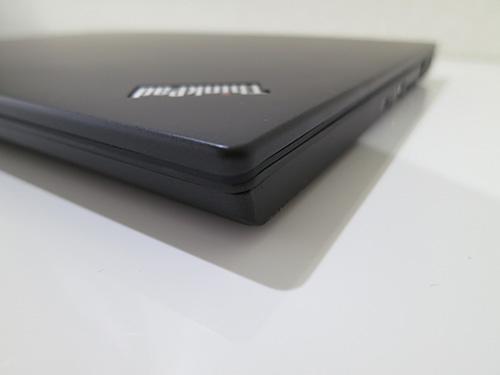 ThinkPad X240s角のとれたデザインは女性にもぴったり合うかも
