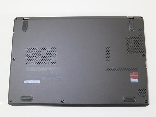 ThinkPad X240s 裏面はとてもシンプルネジも減って開けやすそうだ