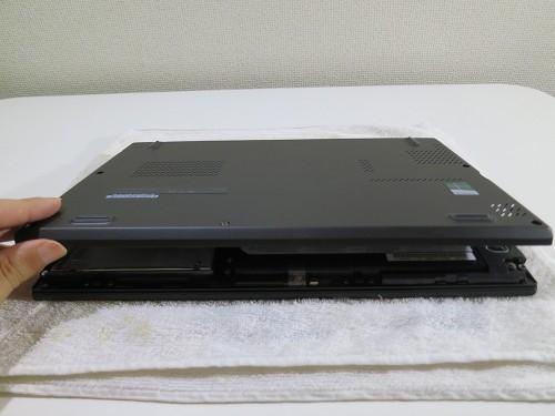 背面カバーを開ける X240sのSSD換装(HDDの交換)
