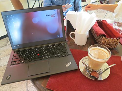 ThinkPadX240sとカプチーノ 沖縄北谷のカフェ Little Janosz(リトルジャノス)