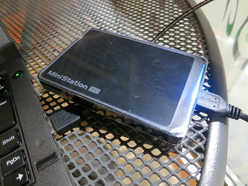 X240sに取り付けた小さくてかるくてかっこいいポータブルハードディスク
