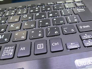 通常のウルトラブックのキーボードはペラペラして打ちにくい