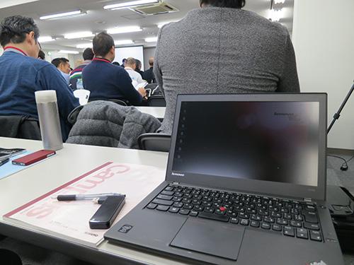 ThinkPadとキャンパスノートを置けるから机の上を効率的に使える