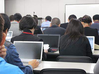 セミナーではダイナブック、VAIO、レッツノートなどのノートパソコンが勢ぞろい