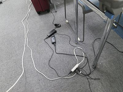 ノートパソコンの電源獲得合戦(笑)