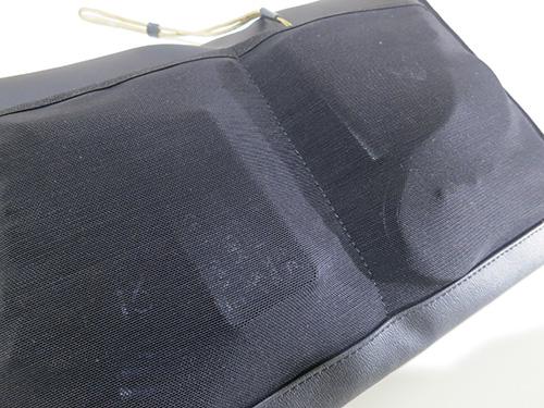 ThinkPad X240s/X240/X230 プレミアムケースの内側の小物入れは伸縮性のあるメッシュ