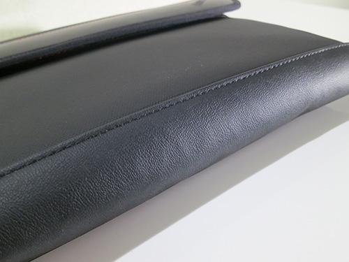 ThinkPad X240s/X240/X230 プレミアムケース ちょうど持ち手になるところがゴム素材で滑りにくく持ちやすい