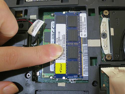 ThinkPad T440p メモリを基盤に押し込んで増設完了