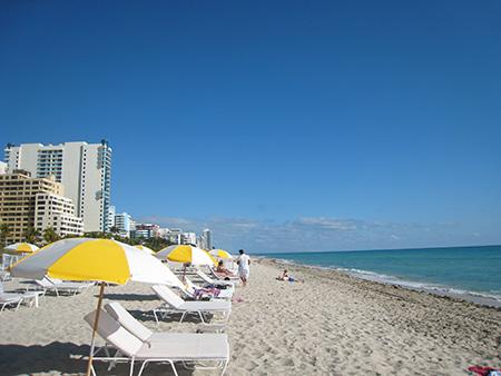ビーチと空の色、海の色が何ともいえないマイアミビーチ