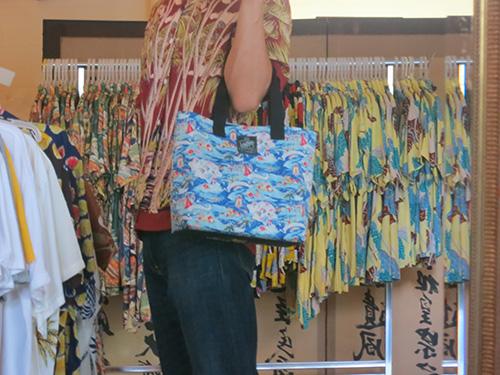 Kona Bay Hawaii(コナベイハワイ)のバッグとアロハシャツ