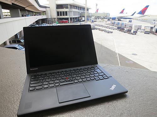 ホノルル空港でThinkPad X240s