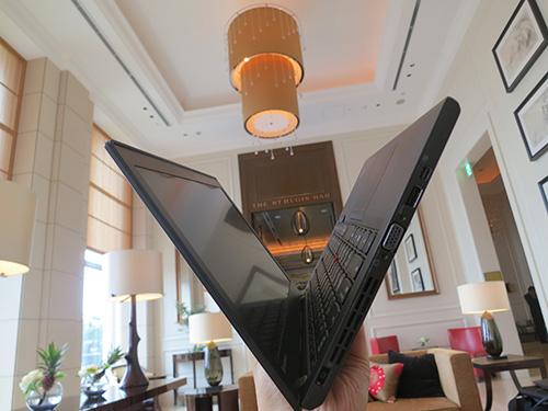 ThinkPad X240sの薄さ