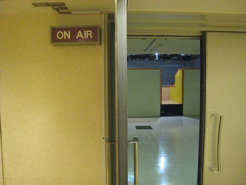 スタジオアルタ ひな壇の後ろ側の入り口