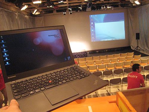 スタジオアルタ ひな壇に座ってThinkPad X240sを開いてみる