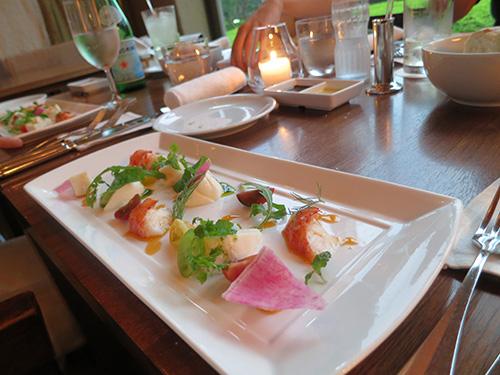 ハイアットリージェンシー東京 カフェ モッツァレラチーズとカラートマトのシーフードサラダ