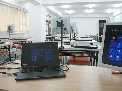 ThinkPad X240sを講師用のパソコンとして使用