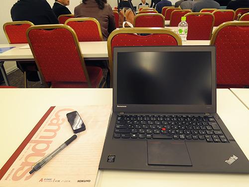 ThinkPad X240ならすペースが狭い机の上でも有効に使える
