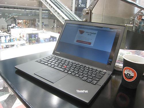 東京ビックサイト西展示場のカフェでThinkPad X240s