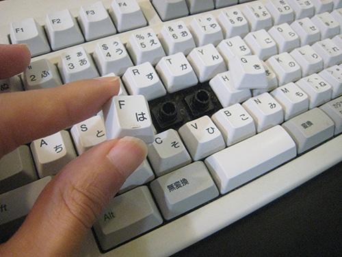 東プレリアルフォースキーボード キートップが簡単に外れるのでメンテナンスや掃除がしやすい