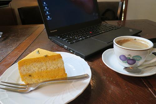 カボチャのケーキとコーヒーとThinkPad X240s