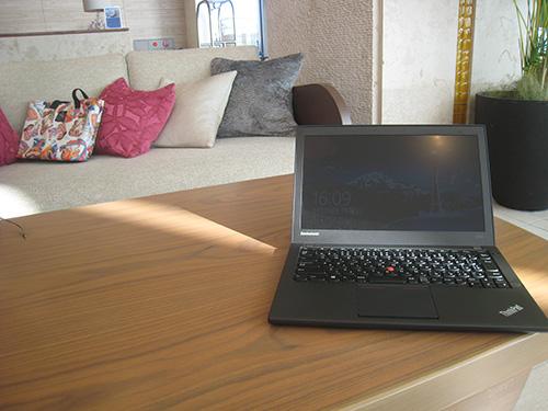 ThinkPad X240s を開いて ヒルトン沖縄北谷のラウンジで一仕事