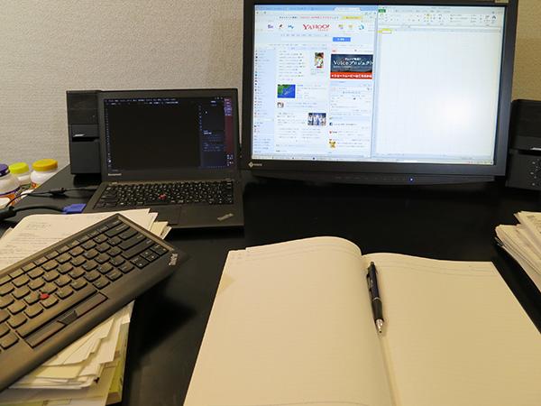 ThinkPad ワイヤレスキーボードをよけて、他の作業がしやすい
