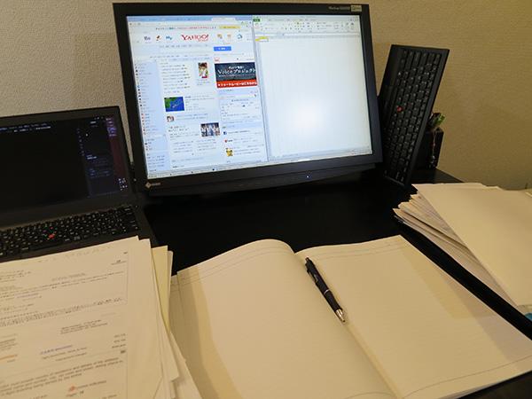 ThinkPad Bluetooth ワイヤレス・トラックポイント・キーボードを立てかけて作業が出来る