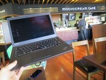 ThinkPad X240s 伊丹空港 モチクリームカフェでお仕事中