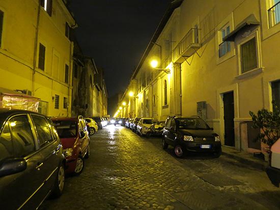 夜のトラステヴェレ地区 明かりが幻想的