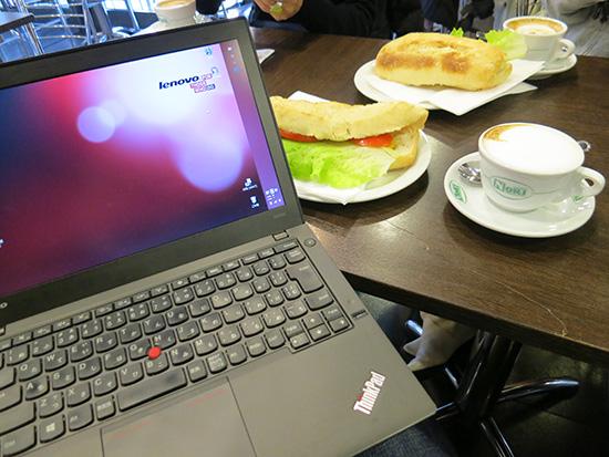 ThinkPad X240sでメールチェックしながらカプチーノ