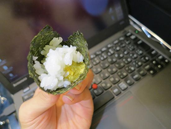蟹味噌が入った手巻き寿司