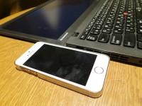 ThinkPad X240s 液晶部分の厚さはIphone5sよりも薄い