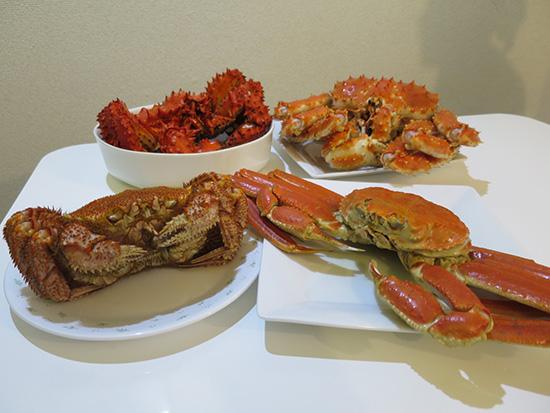 タラバガニ、ズワイガニ、花咲ガニ、毛ガニ 一気に4つの蟹が食べられる