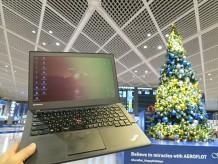 成田空港のクリスマスツリーとThinkPad X240s