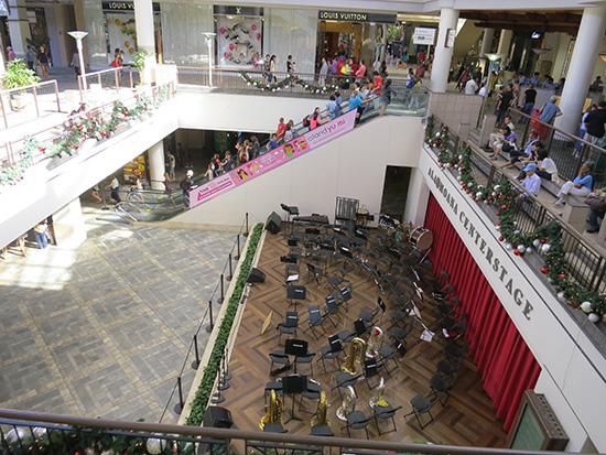 アラモアナショッピングセンターは混んでいた・・・