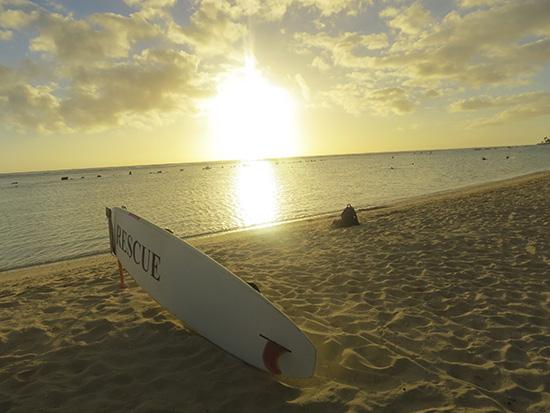 アラモアナビーチパークとサーフボード