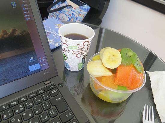 コーヒーを飲みながら仕事がはかどる