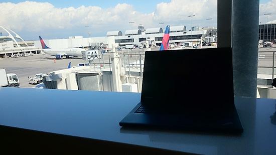 ロサンゼルス国際空港のデルタスカイラウンジでThinkpad X240sを広げたら・・・
