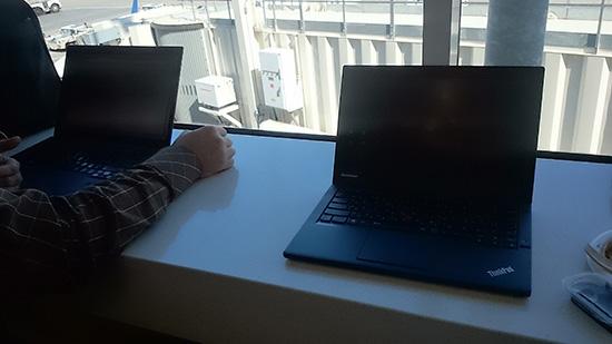 デルタのスカイラウンジで ThinkPad X240s と X1 Carbon