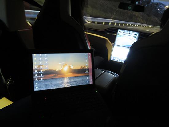 テスラ タイプSに試乗しながら ThinkPad X240sを広げてみた