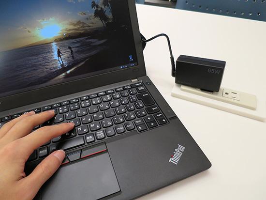 LENOVO 65wトラベルACアダプタでThinkPadX250を充電中