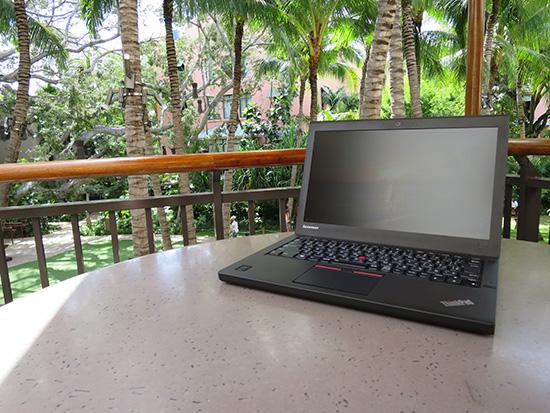ハワイ ワイキキのロイヤルハワイアンセンターで ThinkPad X250