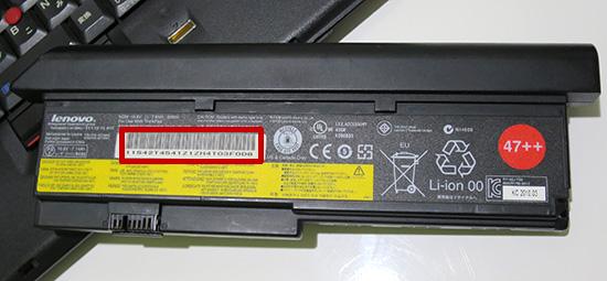 バッテリーを取り外してバーコード部分に部品番号が記載されている