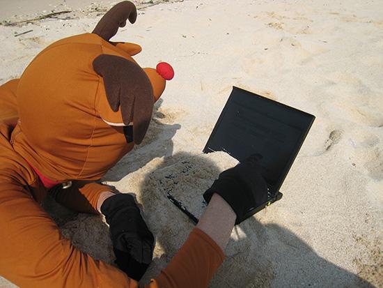 ThinkPad X60sのキーボードに砂が覆い被さる