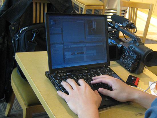 ThinkPad X60sを使って動画編集中