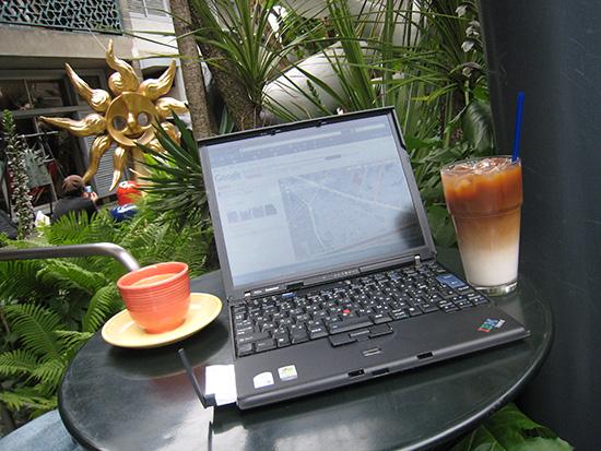 岡本太郎記念館でThinkPad X60s イーモバイルを使ってネットにアクセス
