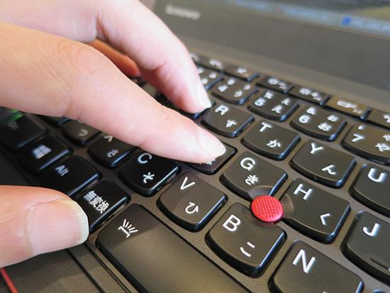 X250 バックライトありモデルはキートップが指に吸い付くようなタッチ