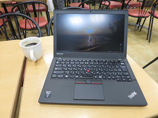 急きょカフェに入って ThinkPad X250を開き、一仕事