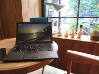 白金台のカフェでThinkpad X250と6セルリアバッテリー